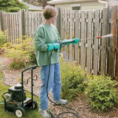 fence-cleaning-pressure-washer